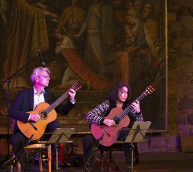 Thomas Kirchhoff und seine Frau Dale Kavanagh beim gemeinsamen musizieren